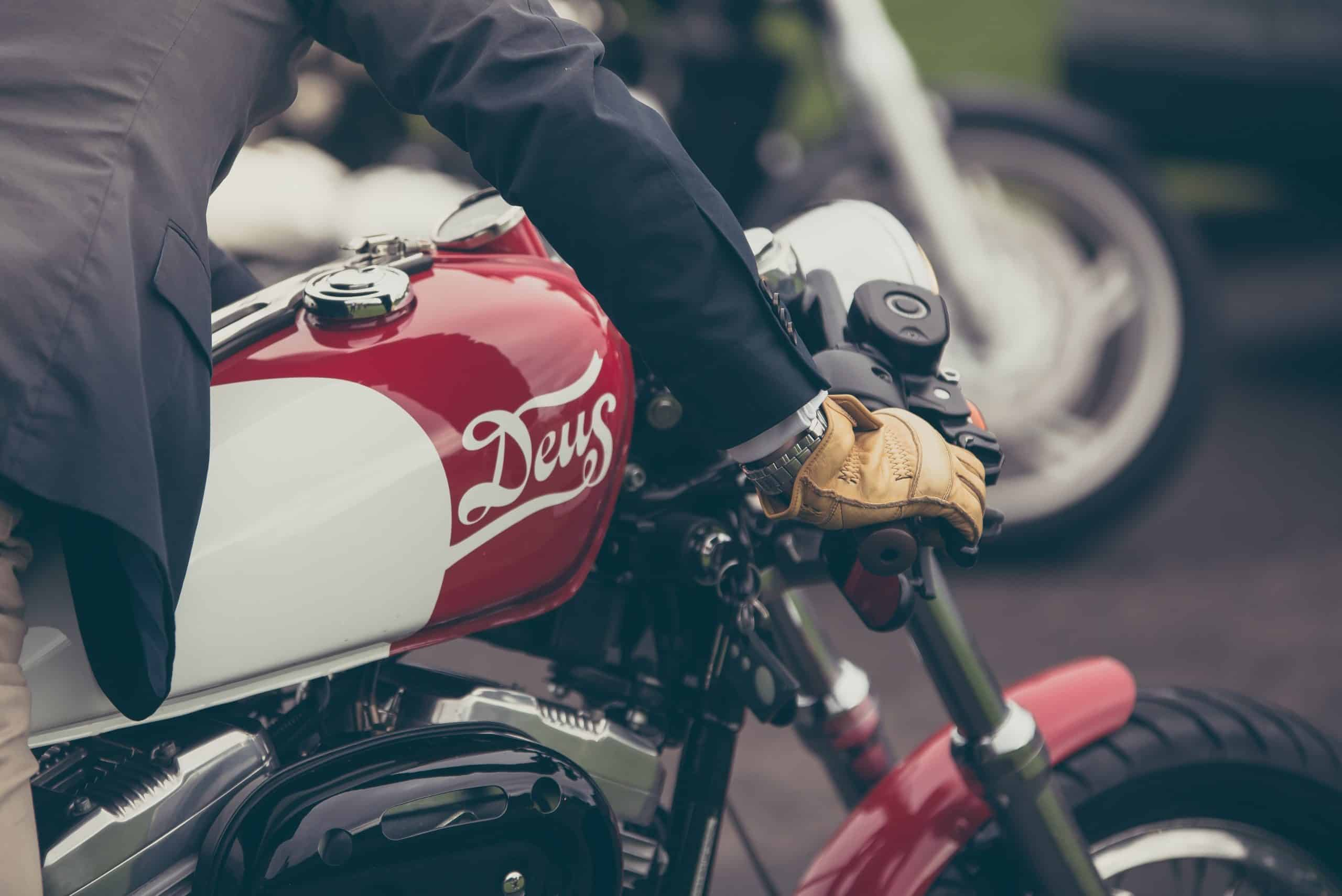 Right Motorcycle Gloves - How It Can Benefit You?